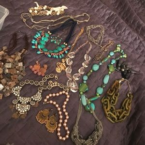Jewelry - Assortment of necklaces